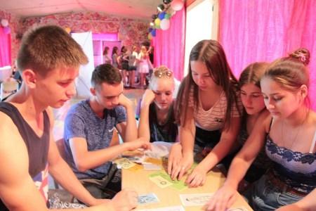 В «Новокемпе» подростки приняли участие в мобильной выставке по ЗОЖ
