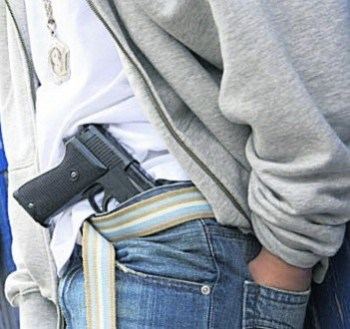 Festuan datëlindjen me armë – Policia intervenon në Nashec!