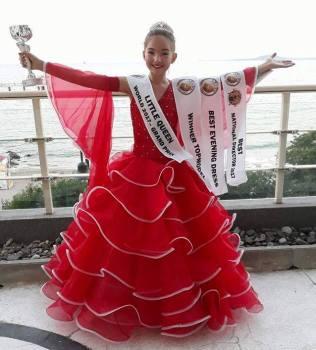 "Vogëlushja shqiptare fiton çmimin e madh ""Little Queen World 2017 – Grand Prixe"""