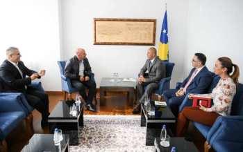 Kryeministri pret në takim Adem Hoxhën dhe Hamza Balen