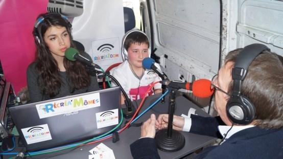 Adèle et Enzo très concentrés pendant l'interview