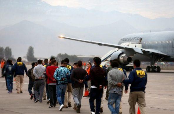En el último mes, 53 migrantes fueron expulsados por el Gobierno debido a su participación en incidentes ocasionados en el contexto del estallido social. Foto: Ministerio del Interior.