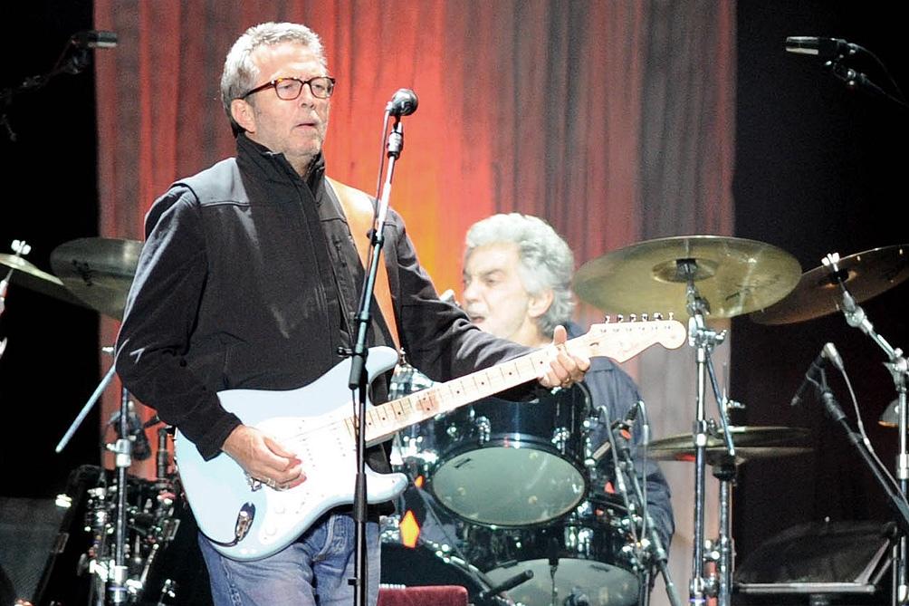 """""""Amo a Eric Clapton. Es mi héroe pero tiene puntos de vista muy diferentes a los míos en muchos sentidos. Es una persona que piensa que está bien disparar a los animales por diversión, así que tenemos nuestros desacuerdos"""", dijo May."""