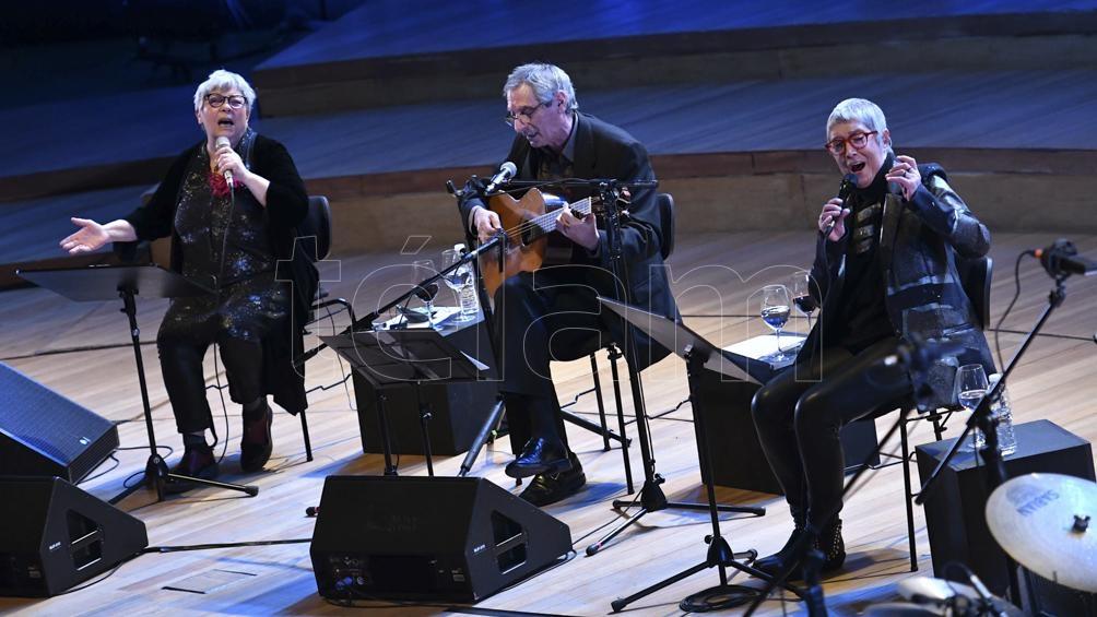 Al trío mentor se sumaron los talentos interpretativos de Pedro Rossi en guitarra, Facundo Guevara en percusión, Ariel Naón en contrabajo y Lilián Saba en piano. Foto: Alfredo Luna