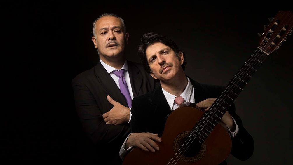 El dúo tiene una propuesta que se caracteriza por mantener un diálogo permanente entre el cantor y la guitarra.