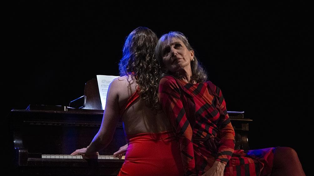 María Nydia Ursi-Ducó y Eloísa Tarruella son intérprete y directora de la obra.