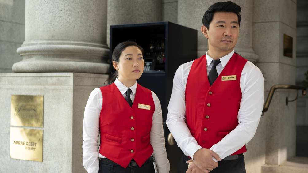 El mayordomo Shang-Chi, al que le roban un colgante con propiedades que le regalo su madre.