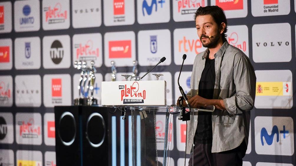Diego Luna recibió el galardón de Honor en la previa de la 8va. entrega de los premios Platino.