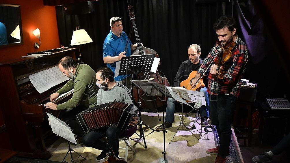 La posibilidad de apreciar al Diego Schissi Quinteto se extenderá a los jueves de octubre, siempre a las 21.30. Foto: Alfredo Luna