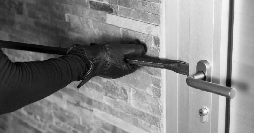 Moradores registram prejuízo com arrombamento e furto de residências |  Rádio Aliança FM 101,7