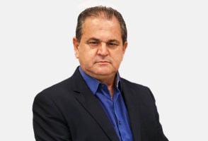 VEREADOR LEÔNCIO PAULO CYPRIANI PEDE DESFILIAÇÃO D...