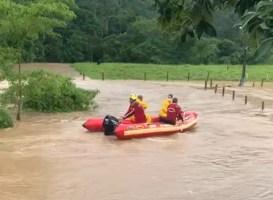 Chuvas provocam transtornos pelo Vale