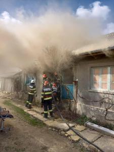 Două camere afectate de incendiu în Slava Cercheză