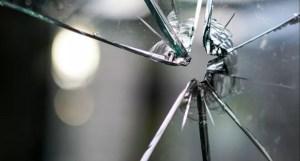 O petardă aruncată în curtea unei case din Carcaliu a speriat oamenii din zonă