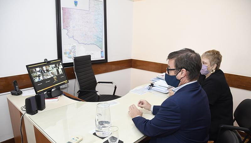 Maccione inauguró el ciclo lectivo 2021 en una videoconferencia con un colegio de Eduardo Castex