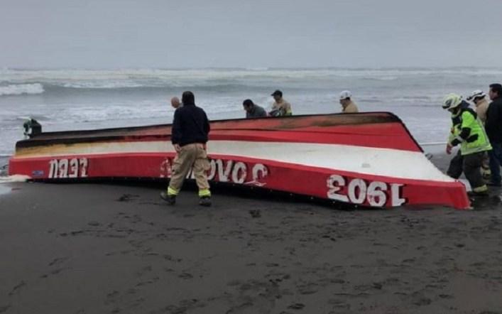 Un pescador fallecido y cinco desaparecidos deja accidente de dos botes en Lebu