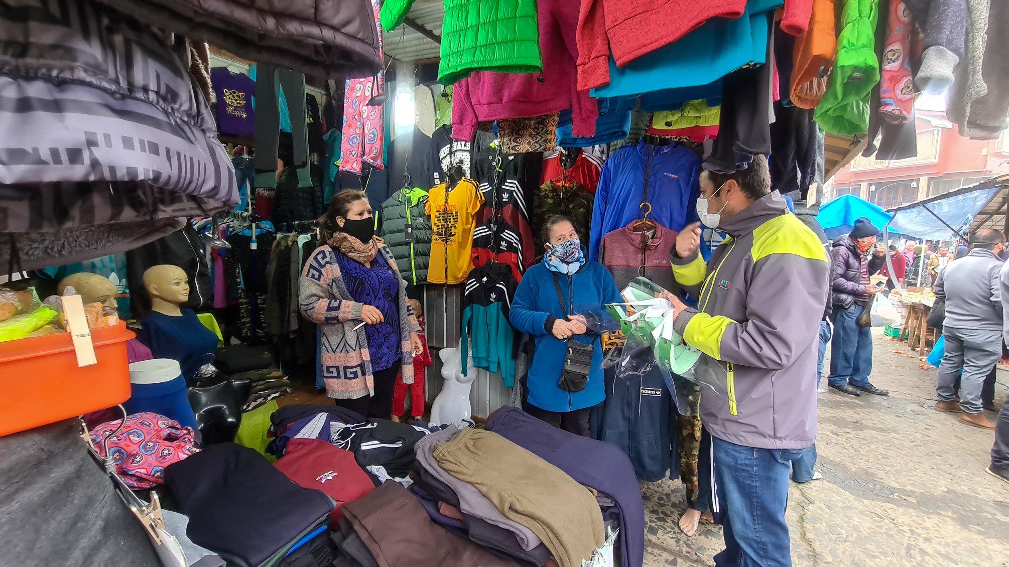 Municipio de lota entregó 400 protectores faciales a todos los comerciantes de la Feria