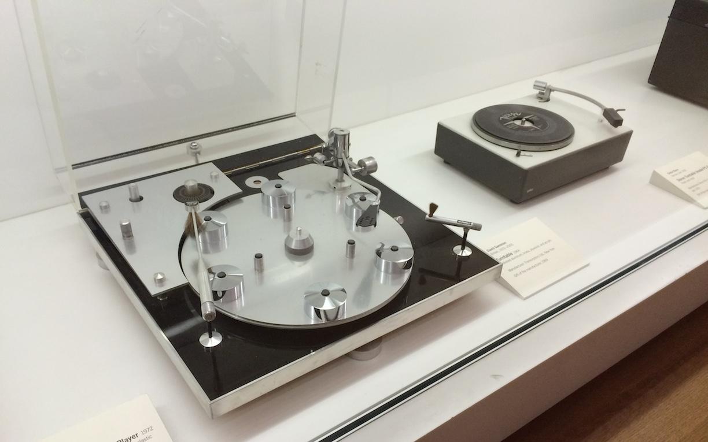 "MoMA Tocadiscos ""Transcriptor Hydraulic Reference"" - Naranja Mecanica Kubrick"