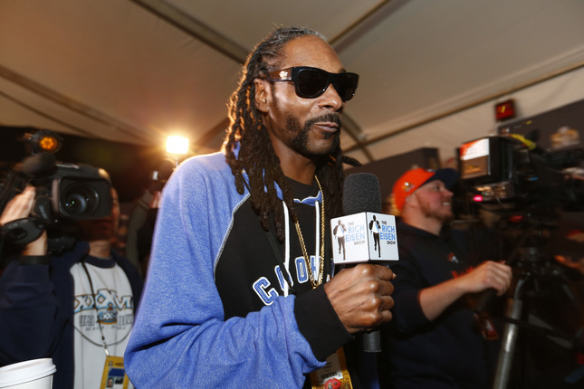 Rapper Snoop Dogg walks the room as he interviews Denver Bronco players during the Broncos daily press conference at the Santa Clara Marriott Hotel in Santa Clara, Calif., on Thursday, Feb. 4, 2016. The Denver Broncos prepare to play the Carolina Panthers in Super Bowl 50. (Gary Reyes/Bay Area News Group)