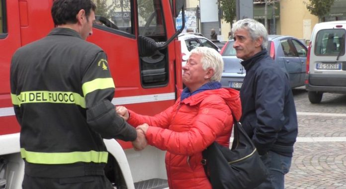 Quargnento embrace firemen