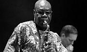 Der Saxofonist, Sänger und Komponist Manu Dibango