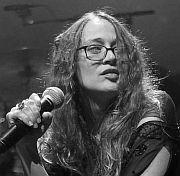 """Tonart: Fiona Apples neues Album """"Fetch the Bolt Cutters"""" Späte Genugtuung von Christoph Reimann"""