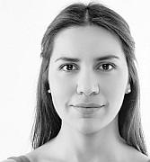 """Kompositionen von Zeynep Gedizlioğlu """"Verbinden und Abwenden""""  Von Carolin Naujocks"""