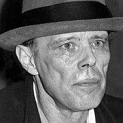 """""""Jeder Mensch ist ein Künstler"""" Joseph Beuys revisited – Wie aktionistisch ist die zeitgenössische Kunst? Von Stephanie Metzger"""