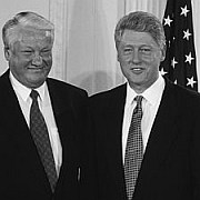 """""""Die Samen des Misstrauens"""" Russland und der Westen während Jelzin und Clinton von Andreas von Westphalen"""