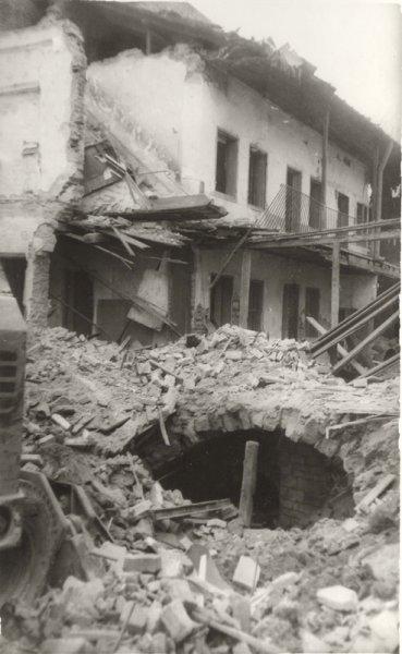 Cutremur 1977 langa Palatul Culturii 3