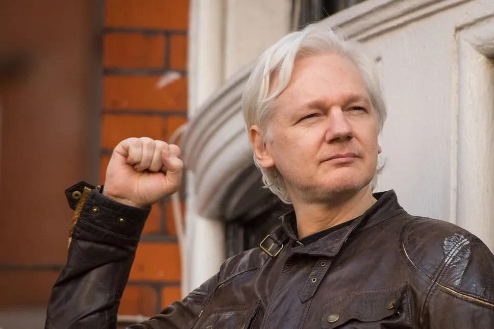 [LISTEN] Ecuador Revokes WikiLeaks Founder Julian Assange's Citizenship as US Pushes for his Extradition