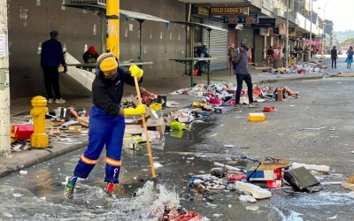 """[LISTEN] Asri Report – Dr. Imraan Buccus: """"Uneasy Calm in Gauteng & KZN After Deadly Violence & Unrest, But there are Efforts on Race Building"""""""