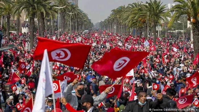 [LISTEN] Journalist Rabeb Aloui Unpacks the Political Crisis in Tunisia