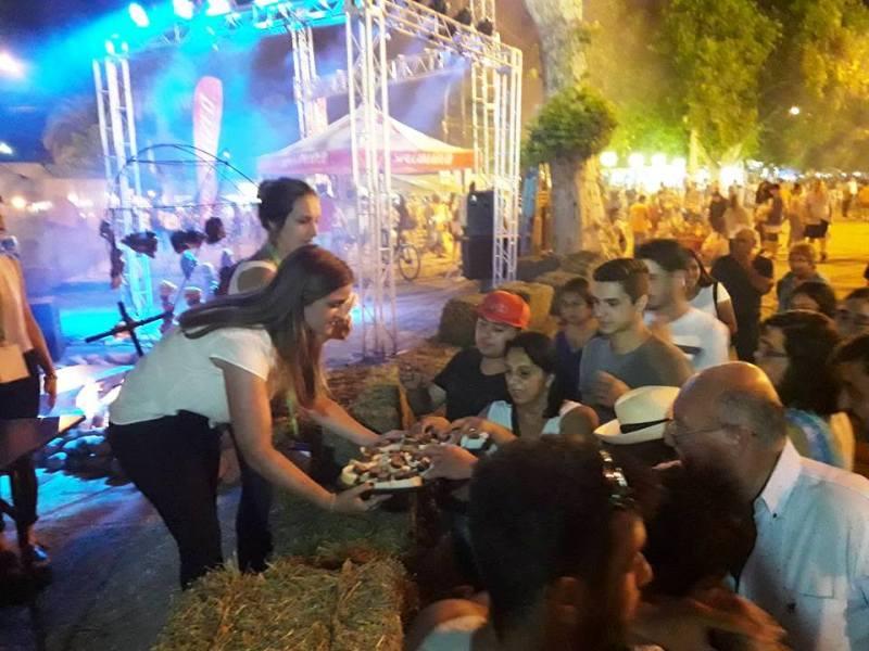 Tradicional degustación de asado en el stand de Jesús María. Imagen Cortesía Turismo Jesús María.