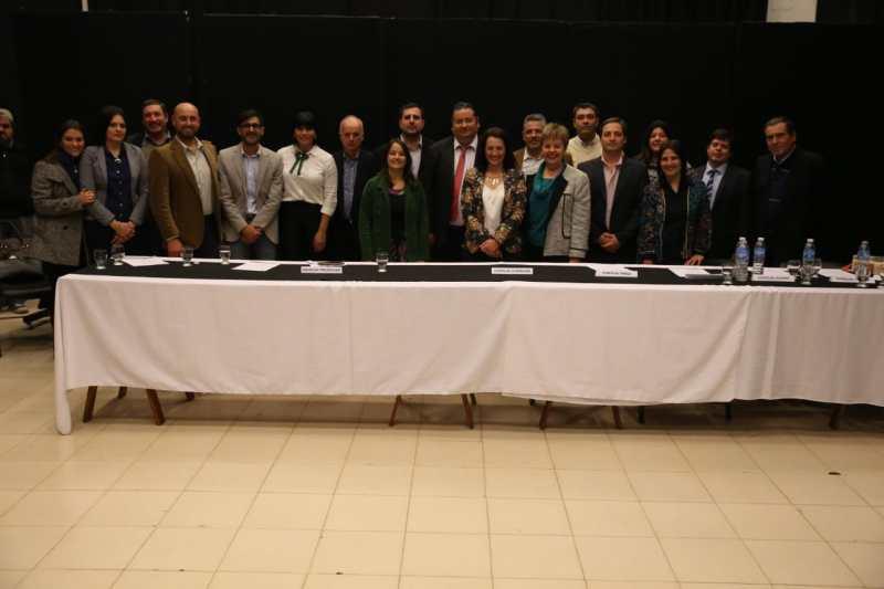 A la derecha de Gustavo Brandán los integrantes del actual gabinete.