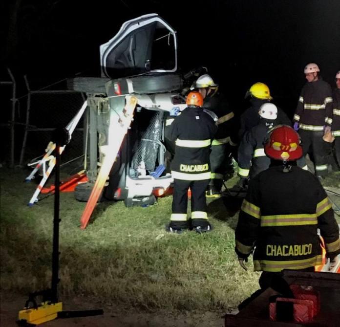 Dos jóvenes rescatados tras accidente de tránsito