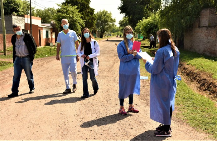 Jorge Herce, Director de la region sanitaria tercera, Ignacio Gastaldi Y Romina Sclavi en Chacabuco con el Plan Detectar de Covid-19