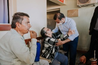 2 GACETILLA - Entrega de Cheque por Ampliacion Hogar Carmelina en Hospital SAMIC - L. N. Alem