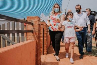 6 Entrega de 21 viviendas en el Barrio Las Leñas
