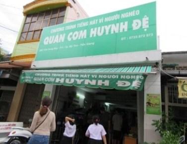 Quán Cơm cho người nghèo của Cha Nguyễn Sang