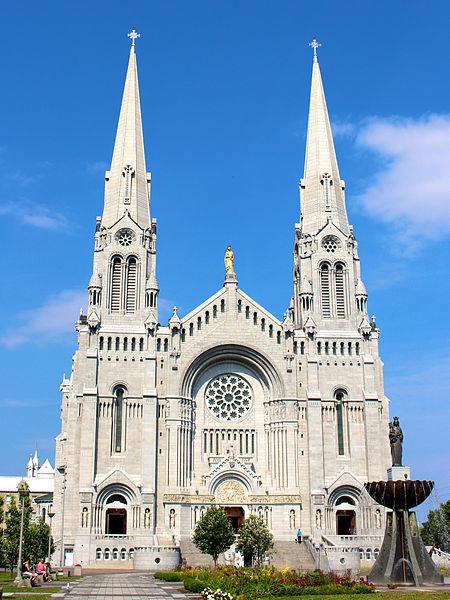 Basilica_of_Sainte-Anne-de-Beaupre_in_Sainte-Anne-de-Beaupre,_Quebec,_Canada
