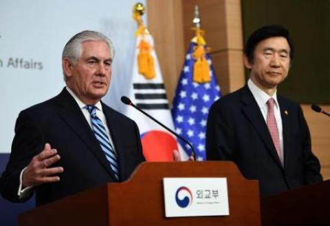 En la imagen, el secretario de Estado de Estados Unidos Rex Tillerson (I) habla en una rueda de prensa con el ministro de Asuntos Exteriores de Corea del Sur Yun Byung-Se en Seúl, Corea del Sur, el 17 de marzo de 2017. REUTERS/JUNG Yeon-Je/Pool