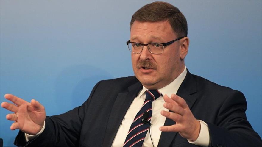 El presidente del Comité de Asuntos Exteriores del Consejo de la Federación de Rusia, Konstantín Kosachev, habla en un panel sobre Siria en el tercer día de la 53ª Conferencia de Seguridad de Múnich, en el sur de Alemania, 19 de febrero de 2017.