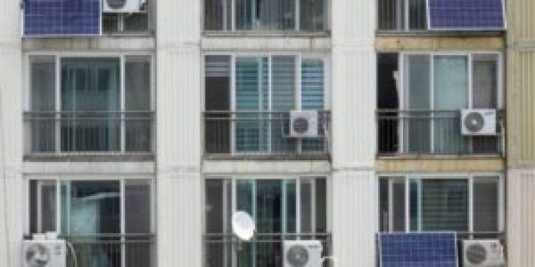 """Ecologistas exigen más renovables porque """"el planeta pide actuemos rápido"""" - th_1cce678baa2865fe866ba90e481edd63_archivo-energía-solar-balcón-edificio-Efeverde-300x150"""
