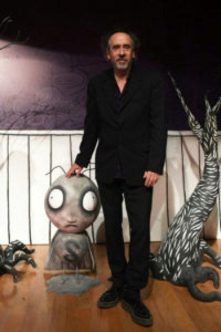 Una exposición retrospectiva del cineasta Tim Burton llega a México - 80e0ff78cb6da269933e25ce12ee99c8215c581c-200x300