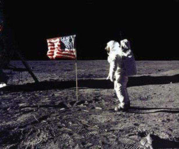 Trump dice que EEUU enviará hombres a la Luna como paso previo a Marte - b811841ad4e227cdcb21e9542bc4501693bdc030-300x250