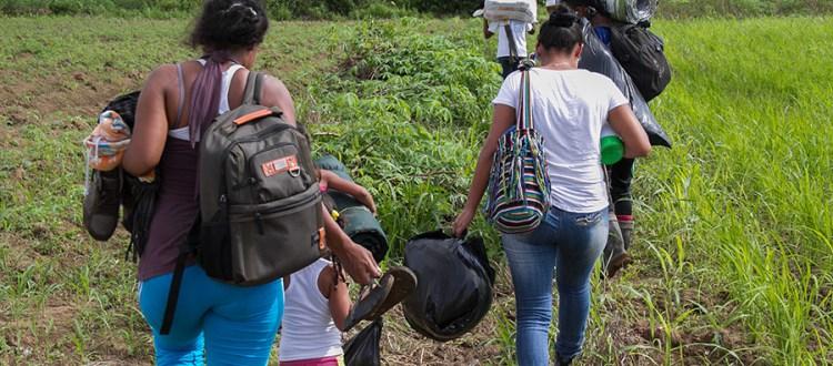 Desplazamiento temporal por combates en territorios colectivos de Curvaradó y Jiguamiandó - desplazamiento