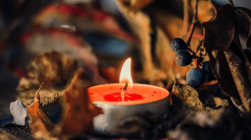 Jak pomóc duszom czyśćcowym? Poznaj 3 sposoby św. Jana Marii Vianneya