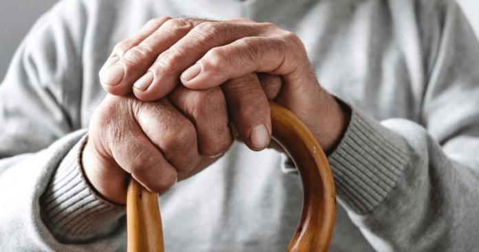 Treze mil pessoas em confinamento e idosos pediram para votar mais cedo