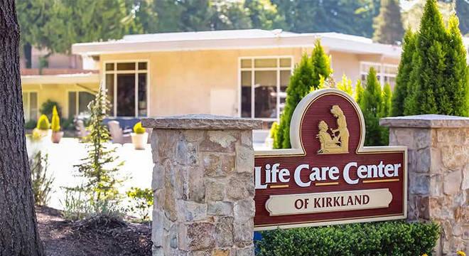 Dois asilos, 55 mortes: os cenários mais tristes do novo ... on Life Care Center Of Kirkland id=78946